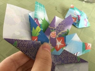 How to make an origami flower. Origami Aster - Step 20
