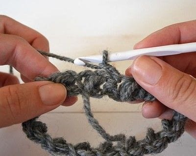 How to make a crochet. How To Crochet The Mini Bean Stitch In The Round - Step 2