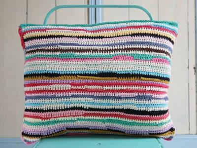 How to stitch a knit or crochet cushion. Shiraz Cushion - Step 2
