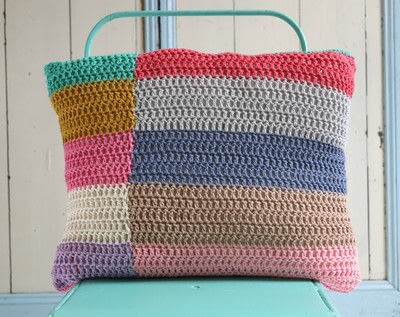 How to stitch a knit or crochet cushion. Shiraz Cushion - Step 3