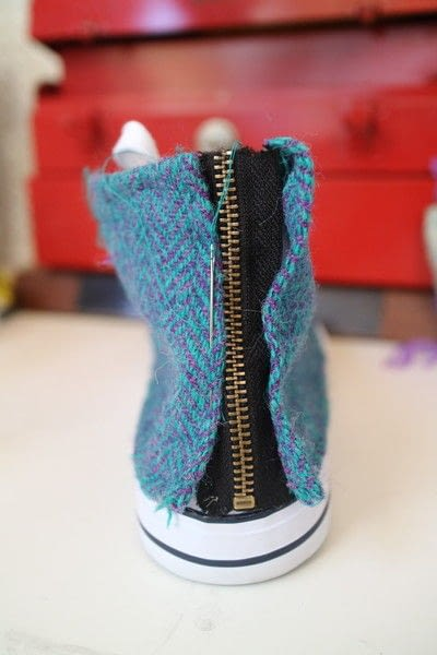 How to make a pair of fabric covered shoes. Harris Tweed Converse - Step 27