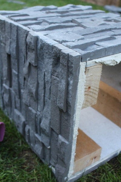 How to make an outdoor accessory. DIY Garden Table Made From Leftover Tiles - Step 4