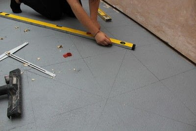 How to make a decoration. DIY Painting a Patterned Floor - Step 4