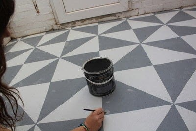 How to make a decoration. DIY Painting a Patterned Floor - Step 6