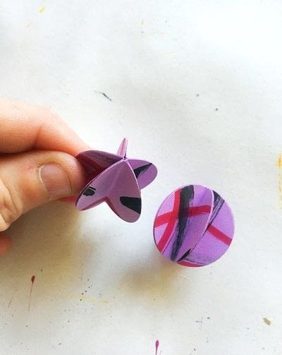 How to make a set of paper earrings. Baubble Origami Earrings - Step 5