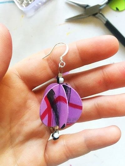 How to make a set of paper earrings. Baubble Origami Earrings - Step 9