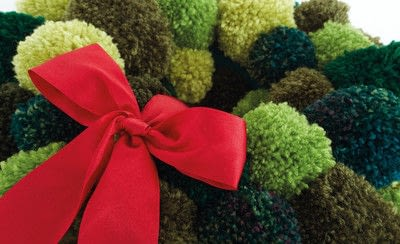 How to make a pom pom wreath. Festive Pompom Wreath - Step 4