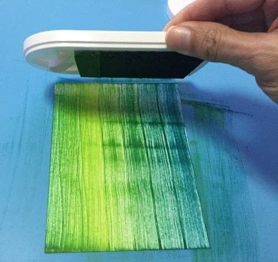 How to paint or draw a painted or drawn card. Textured Card With Inks - Step 2