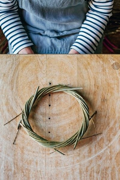 How to make a branch & twig wreath. Willow Wreath - Step 6