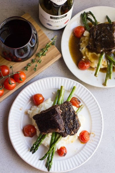 How to cook a beef dish. Slow Cooker Balsamic Braised Short Ribs - Step 1
