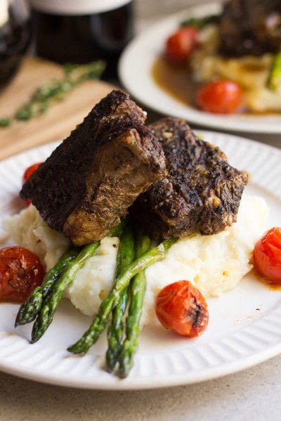 How to cook a beef dish. Slow Cooker Balsamic Braised Short Ribs - Step 2
