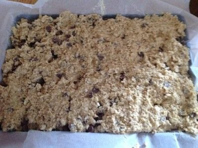 How to bake an oat bar. Chocolate Chip Oat Bars - Step 7