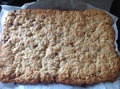 How to bake an oat bar. Chocolate Chip Oat Bars - Step 8