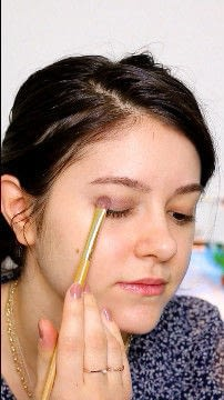 How to create a natural eye makeup. Recreate Lorde's Classic Makeup Look - Step 2