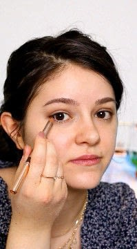 How to create a natural eye makeup. Recreate Lorde's Classic Makeup Look - Step 3