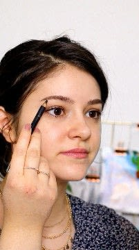 How to create a natural eye makeup. Recreate Lorde's Classic Makeup Look - Step 5