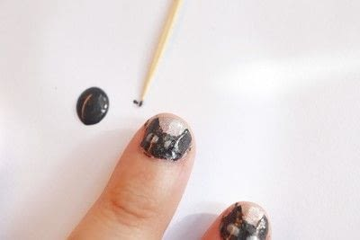 How to paint an animal nail. Black Cat Manicure - Step 6