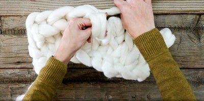 How to stitch a knit or crochet blanket. Chunky Knit Blanket - Step 6
