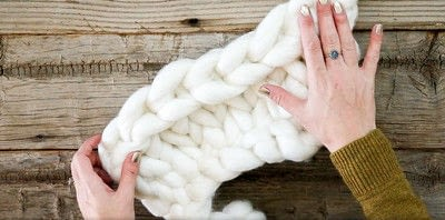 How to stitch a knit or crochet blanket. Chunky Knit Blanket - Step 7