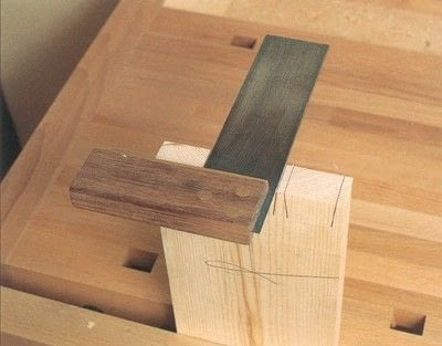 How to make a techniques. Dovetail Joints - Step 3