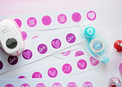 How to make gift wrap. Valentine's Day Candy Kiss Labels - Step 1