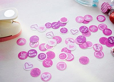 How to make gift wrap. Valentine's Day Candy Kiss Labels - Step 4