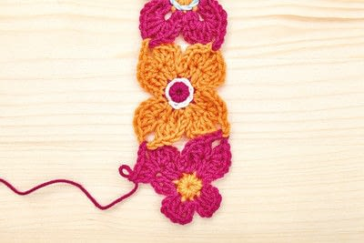 How to stitch a knit or crochet blanket. Crochet Flower Blanket - Step 3