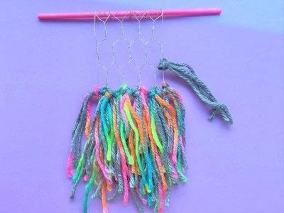 How to make a yarn wall hanging. Mini Wall Hangings - Step 4