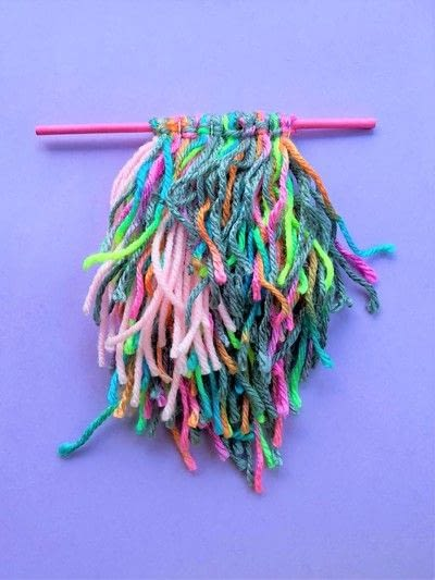 How to make a yarn wall hanging. Mini Wall Hangings - Step 5