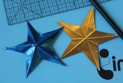 How to make a paper wreath. Patriotic 3 D Rinea Foiled Paper Star Wreath  - Step 2