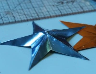 How to make a paper wreath. Patriotic 3 D Rinea Foiled Paper Star Wreath  - Step 3