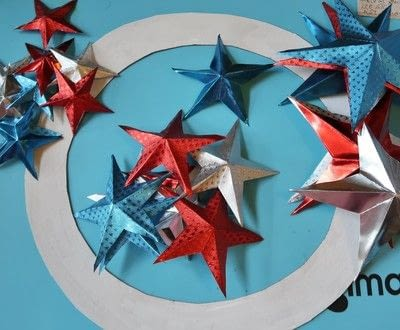 How to make a paper wreath. Patriotic 3 D Rinea Foiled Paper Star Wreath  - Step 4