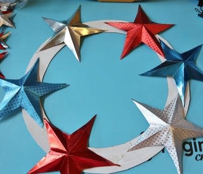 How to make a paper wreath. Patriotic 3 D Rinea Foiled Paper Star Wreath  - Step 5