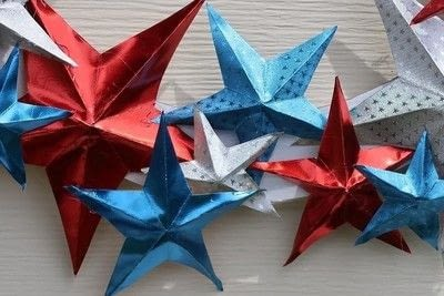 How to make a paper wreath. Patriotic 3 D Rinea Foiled Paper Star Wreath  - Step 6