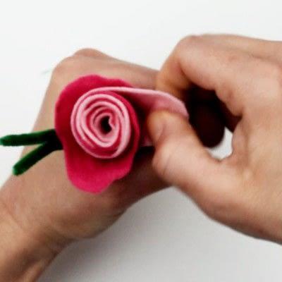 How to make a piece of paper art. Felt Flower Arrangement - Step 4
