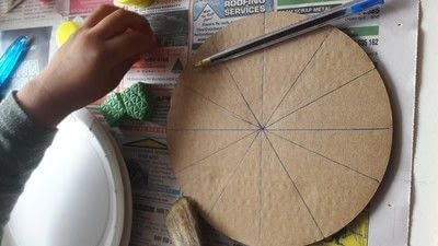 How to make a piece of paper art. Diy Colourful Clock To Introduce Toddlers And Preschoolers To The Concept Of Time Telling - Step 2