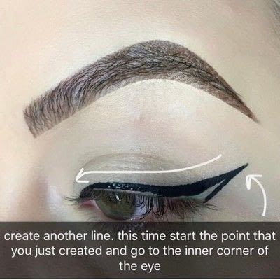 How to create a winged eye look. Simple Winged Eyeliner Tutorial - Step 3