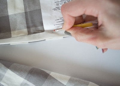 How to make a curtain/blinds. Quick & Easy No Sew Cafe Curtains - Step 1