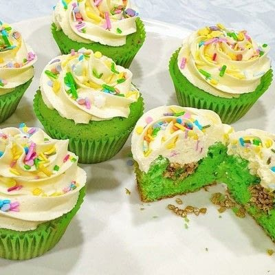How to bake a cupcake. Lucky Charm Cupcake Surprise - Step 14