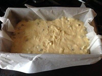 How to bake a sponge cake. Almond & Chocolate Chip Loaf - Step 6