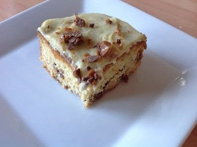 How to bake a cake. Diam & White Chocolate Traybake - Step 10