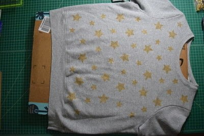 How to embellish an embellished sweater. Diy Pearl Embellished Sweater With Fabric Paint Stars - Step 8