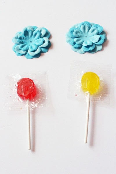 How to make packaging. How To Make A Paper Flower Lollipops Gift Tutorial - Step 6