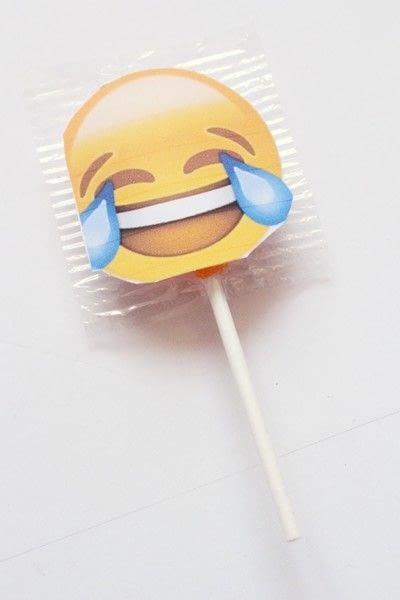 How to make packaging. Emoji Lollipop Labels - Step 5