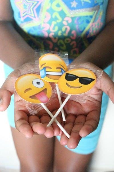How to make packaging. Emoji Lollipop Labels - Step 7