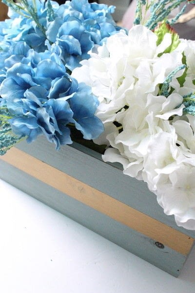 How to make decorative tablewear. How To Create An Elegant Centerpiece - Step 9