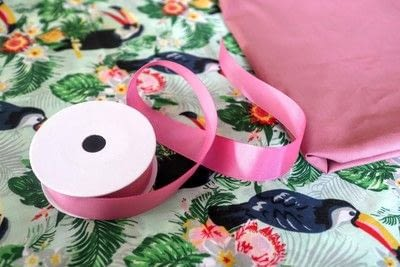 How to make a tablecloth / table runner. Pink & Green Tropical Tablecloth - Step 3