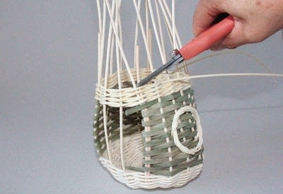 How to make a bird feeder. Bird Feeder - Step 7