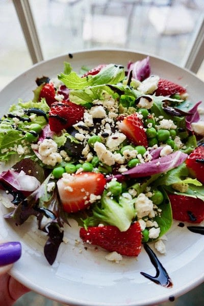 How to make a strawberry salad. Strawberry And Sweet Pea Salad - Step 1
