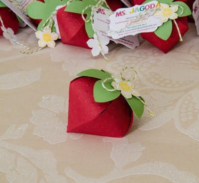How to fold a strawberry box. Paper Strawberries - Step 2